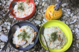 ガイドが作る食事の写真