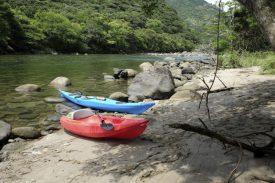 静かな川でのんびりの写真